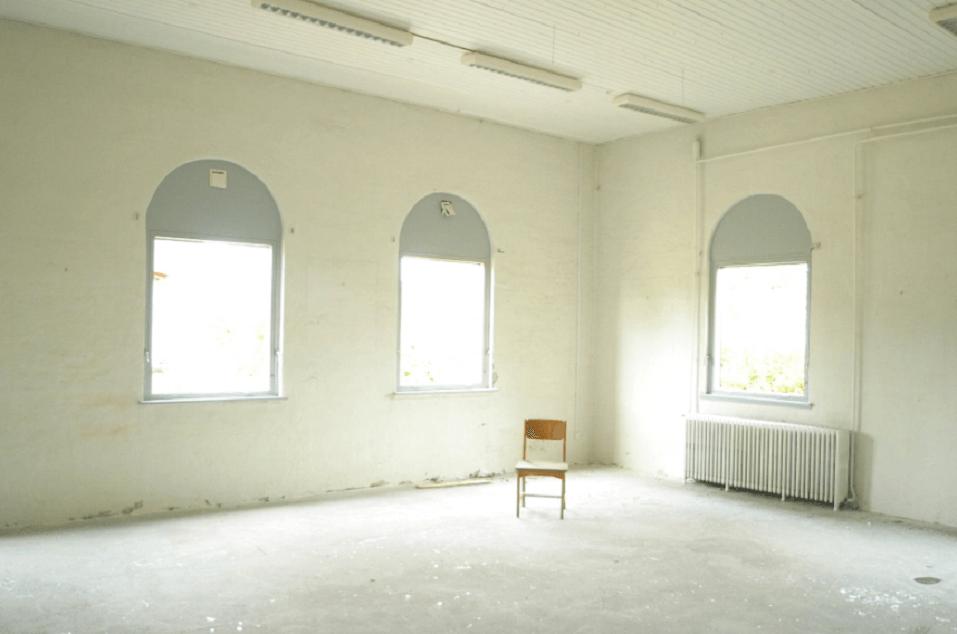 На фото изображено пустое помещение под субаренду