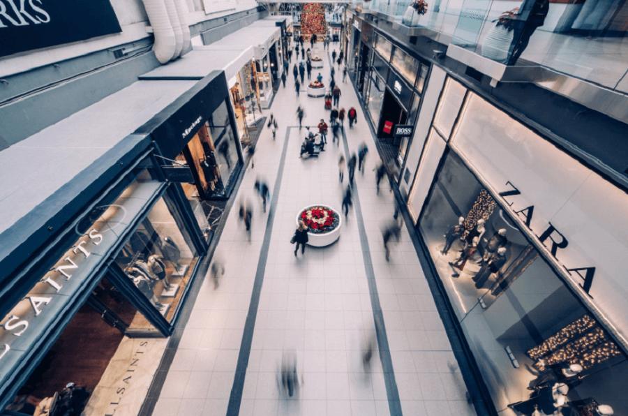На фото изображены магазины, которые регулярно заключают договора купли-продаж.