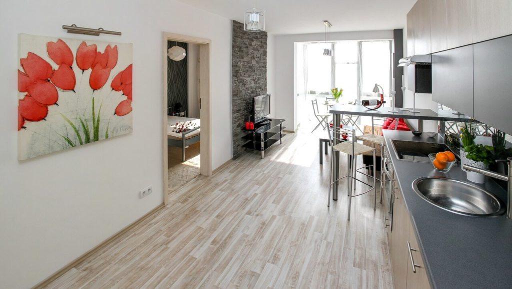 На фото изображена одна из комнат в квартире.