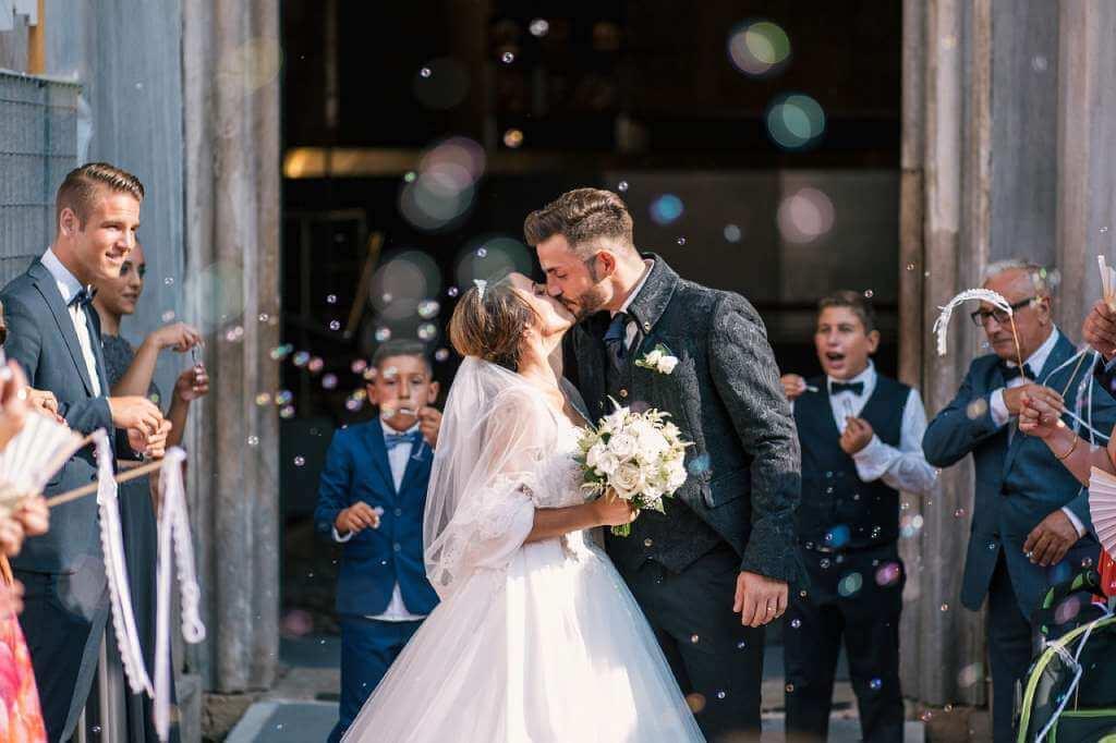 На фото изображена супружеская пара.
